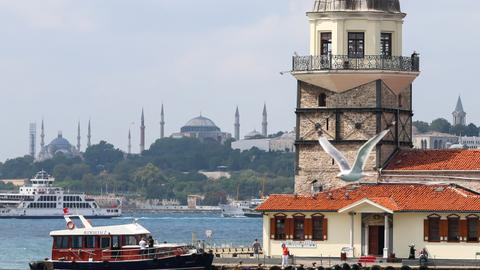 What attracts foreign tourists to Turkey?