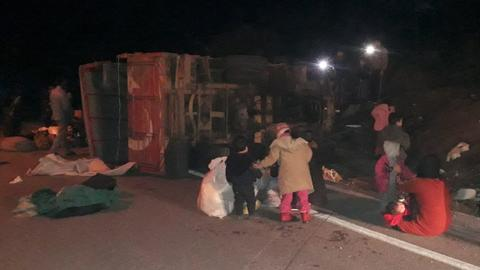 Vehicle carrying migrants in Turkey overturns, injures 32