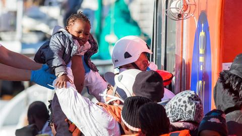 300 migrants rescued off Spain over two-day Christmas period