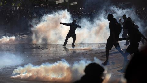 Violent clashes in new round of Chile protests