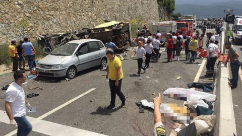 Bus crash kills over 20 in southwestern Turkey