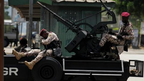 Mutinying soldiers seal off access to Ivory Coast's second city