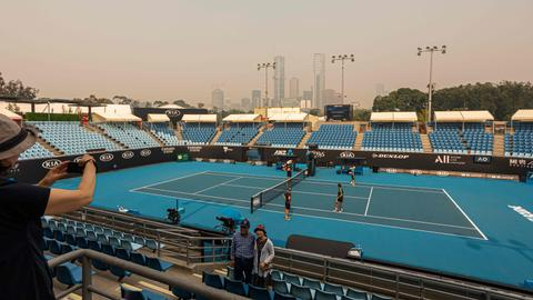 Poor air continues to disrupt Australian Open qualifying