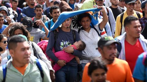 Honduran migrant caravan rumbles on through Guatemala