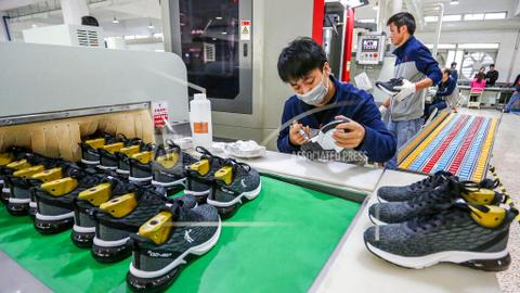 China's 2019 economic growth weakens amid trade war