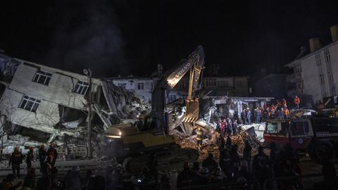 World extends condolences over deadly quake in Turkey