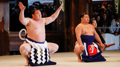 Sumo wrestlers throw considerable weight behind Tokyo 2020 Games