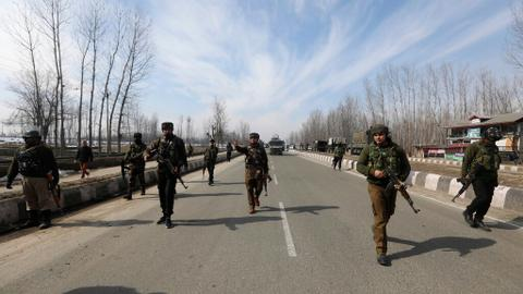 Kashmir fighting kills two rebels, one Indian soldier