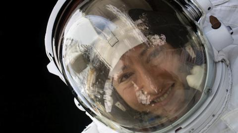 Record breaking US astronaut returns to Earth