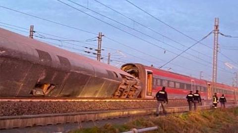 Two dead as high-speed train derails in Italy