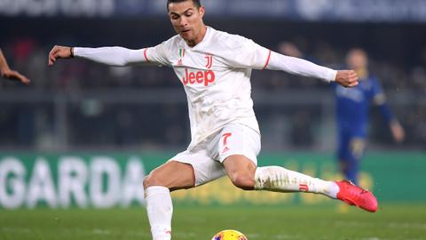 Ronaldo sets scoring record but Juventus fall in Verona