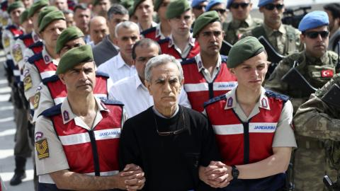 Trial of 221 alleged coup plotters begins in Turkey