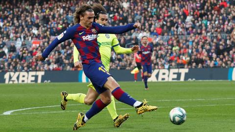 Barca sneak past Getafe to keep pressure on Real