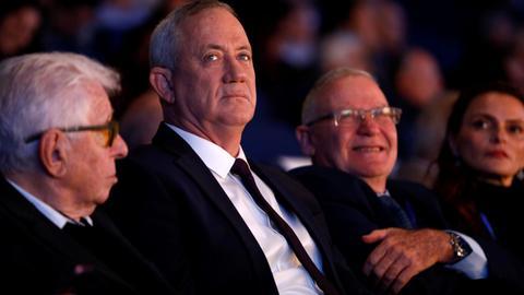 Israel's Gantz vows to form govt without Netanyahu, Arab parties