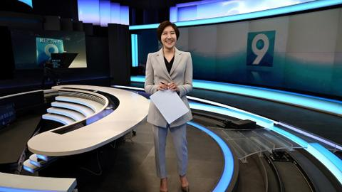 South Korea's first female anchor breaks into boys' club