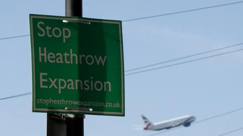 Climate campaigners win appeal against Heathrow expansion