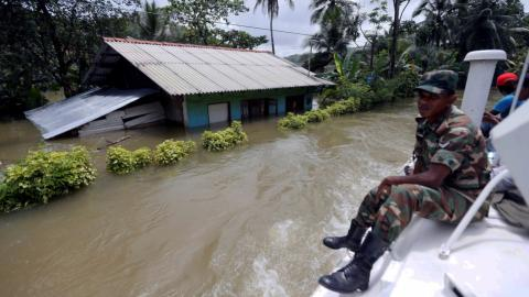 Sri Lankan military steps in to evacuate flood victims
