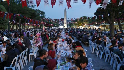 Syrian refugees mark Ramadan in Istanbul