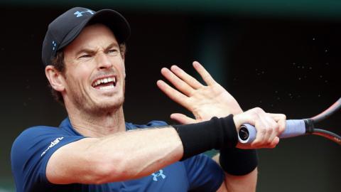Struggling Murray moves ahead at Roland Garros