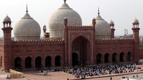 Why Pakistan isn't closing mosques despite the coronavirus threat