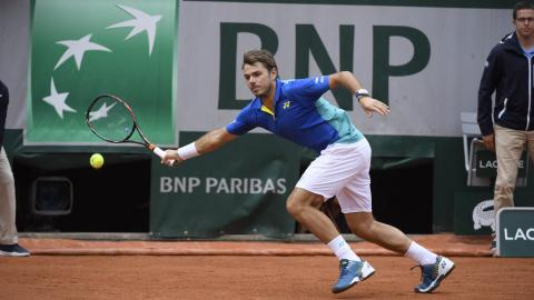 Wawrinka, Murray through to last 16 at French Open