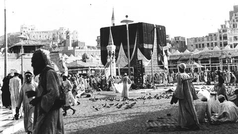 Four historical lockdowns of the holy city of Mecca