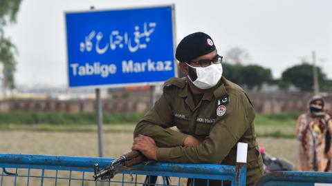 Pakistan quarantines 20,000 worshippers after major search