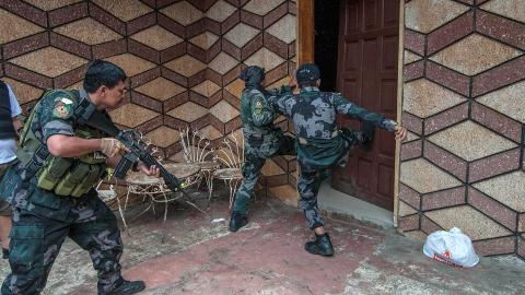Philippine military go house-to-house in fight for Marawi