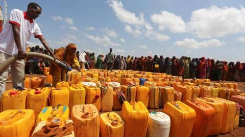 14 killed as soldiers clash over food aid in Somalia