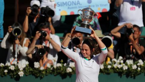 Unseeded Ostapenko beats Halep for French Open title