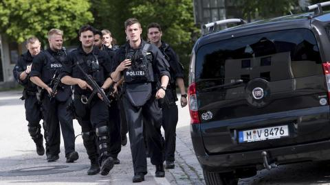 Police officer shot in the head at Munich railway station
