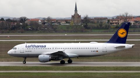 Germany announces temporary part-nationalisation for Lufthansa