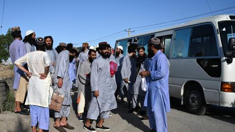 Afghanistan frees 900 more Taliban inmates on last day of truce