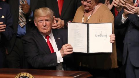 Trump rolls back Obama's policy on Cuba