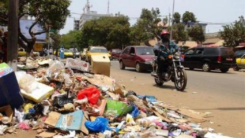 Senegal recycling scheme turns trash into benches