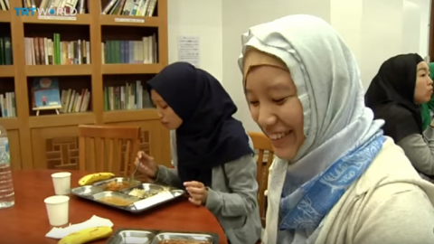 Tokyo Mosque hosts free dinner for Muslims to open their fast