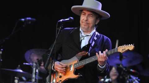 Bob Dylan's return to stage more arthouse movie than live concert
