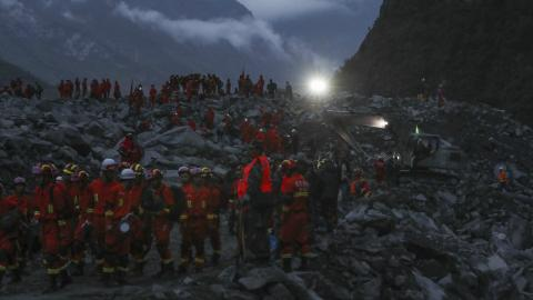 Hope fades for survivors in China landslide