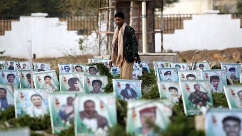 Overcrowded cemeteries in war-torn Yemen
