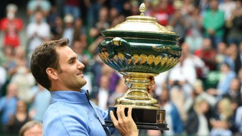 Federer shows Wimbledon intentions at Halle