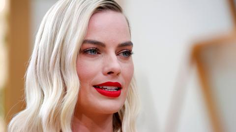 Margot Robbie to lead new female version of 'Pirates of the Caribbean'