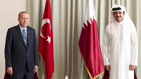 Turkish president, emir of Qatar meet in Doha