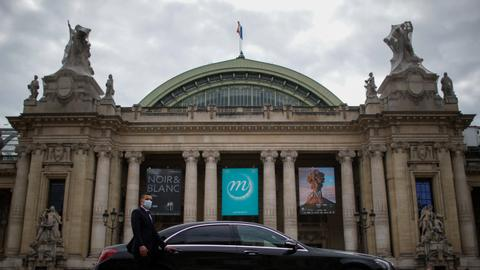 Paris prepares for virtual fashion week sans paparazzis, parties