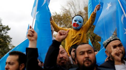 US sanctions Chinese officials over Uighur rights