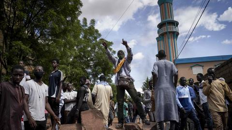 Protesters raid office of Mali president's political party