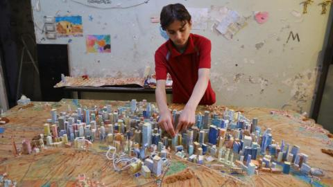 Syrian teen rebuilds Aleppo