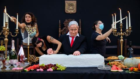 Israeli artist mocks Netanyahu with life-size 'Last Supper' statue