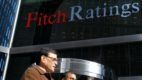 Fitch revises US outlook to negative