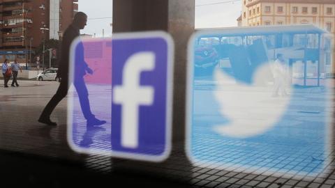Facebook, Twitter take steps to prevent voter manipulation
