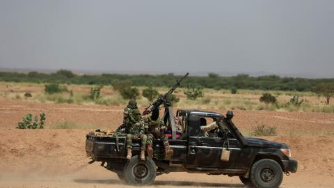 Gunmen kill French aid workers in southwestern Niger